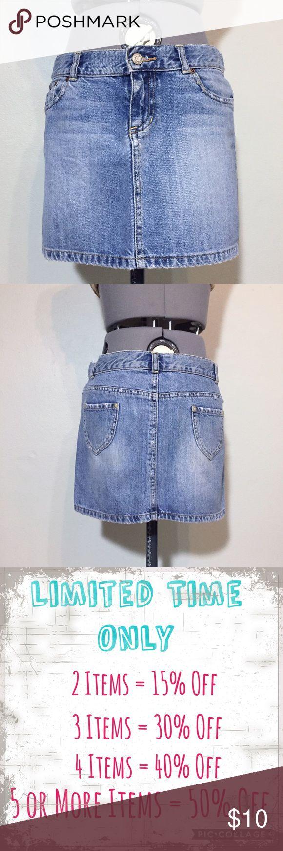 "Old Navy Denim Jean Mini Skirt Old Navy Denim Jean Mini Skirt. Juniors size 1 measures flat: 15"" across top, 17"" across hips, 13"" long. 100% cotton. 716/25/072417 Old Navy Skirts Mini"