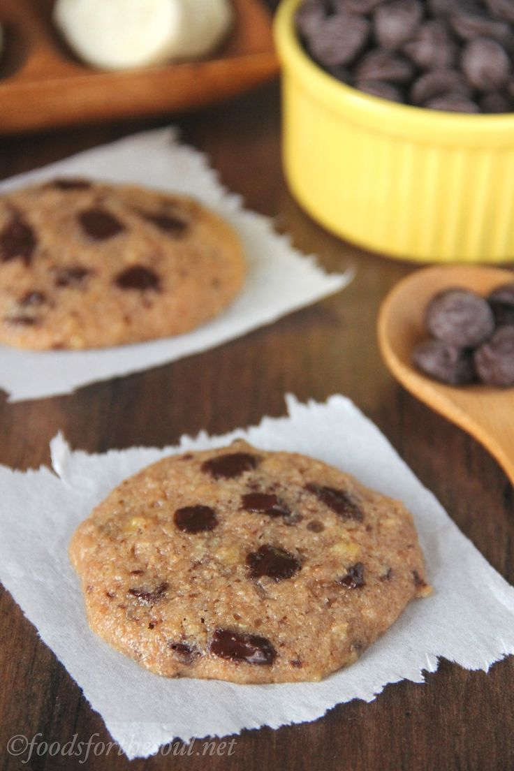 Chocolate Chunk Banana Cookies -- unbelievably soft & chewy! An easy skinny, clean-eating treat that doesn't taste healthy at all!