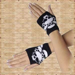A black pair of hand warmers with many jumbled skulls, like fingerless gloves with no fingers. Matches perfectly to our Creepers Skulls Beanie SDACP02107. The Creepers Skulls Hand Warmers by Queen of Darkness in the Skulls and Dragons gloves range.    Weight : 20.00g    Made from 95 cotton, 5 lycra    Ref : SDAGL118607   Price : 4.99 GBP