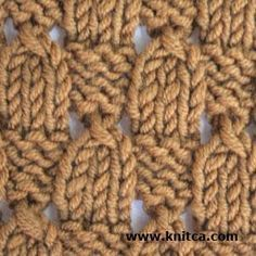 This knitting stitch is perfect for a scarf because the wrong side looks good too! #knitting #stitch #diyscarf