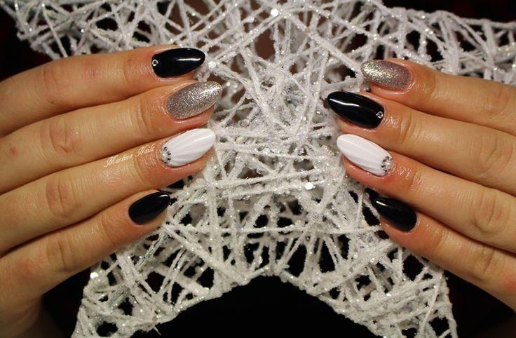 Zyskujący na popularności ostatnio motyw muszelki w sąsiedztwie klasyków  SPN UV LaQ 675 White Gold, 502 My wedding dress, 503 Black Tulip SPN Paint Gel Nails by Martina Cicho :) #SPN #SPNnails #SPNlove #paznokcie #nails #inspiracje #inspirations #nailart #nailartdesign #shellnails
