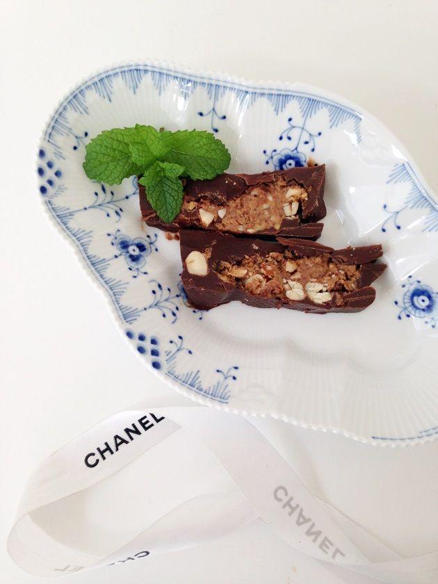 Seriously Yummy « Camilla Pihl. Kun chokolade, kokosolie, mandelsmør, mandler og salt.