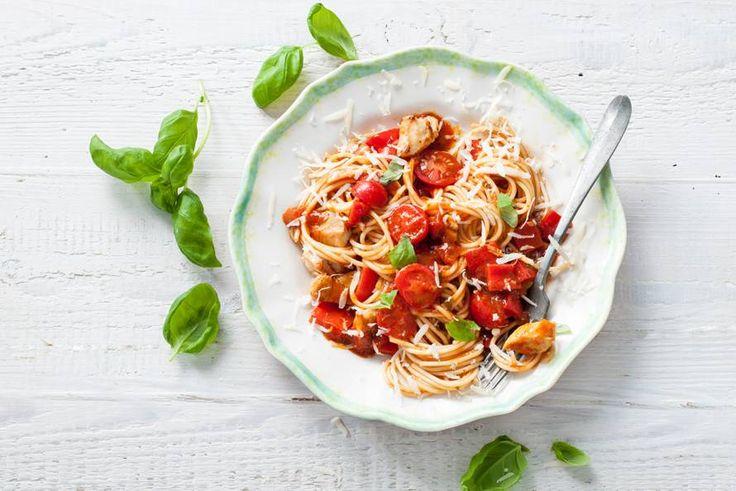 Pasta Pronto! Snel en o zo goed deze combi van kip, tomaat en paprika - Recept - Allerhande