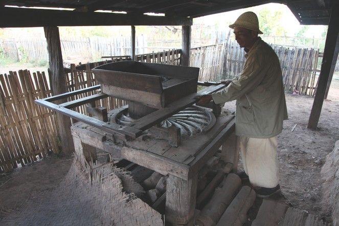 Burma - manual rolling machine