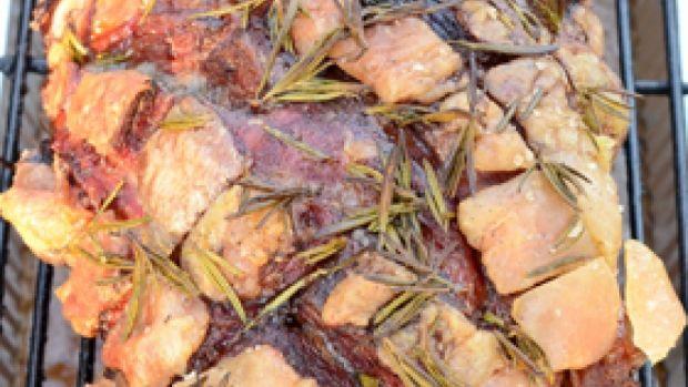 Grillet lammekølle   Smørmørt og saftigt lam til grillen
