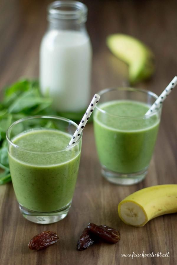 Frisch Verliebt: Green Smoothie aus Spinat, Datteln und Mandelmilch