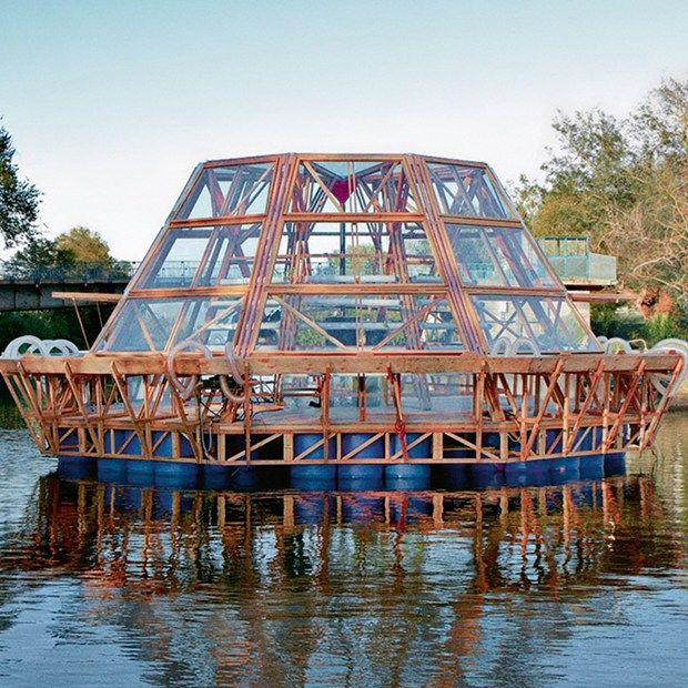 Pnat's solar-powered Jellyfish Barge wants to feed you (Wired UK)