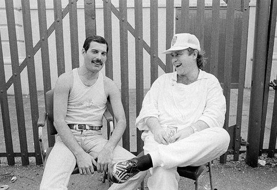 Freddie Mercury y Elton John en Live Aid, 1985.