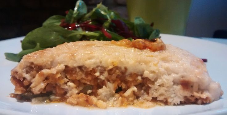 Hi everybody :D! How is it going? Last weeks I've been a little bit busy but today I'm back with a new recipe. Delicious lentil moussaka...yuhmmi yuhmmi! Well, lentil moussaka is a vegetarian dish ...