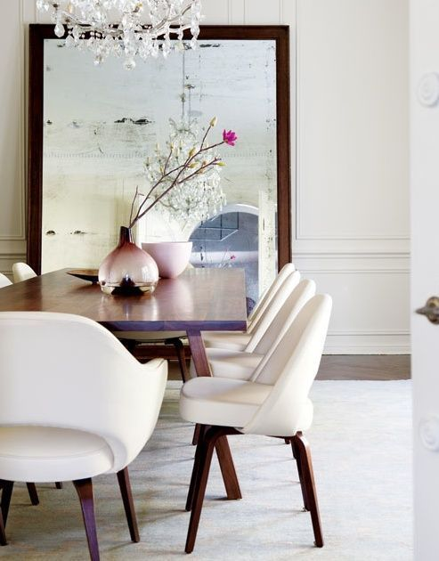 White Saarinen Executive Chairs For An Elegant Dining Room