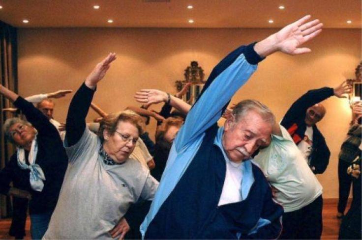 Entrenamientos para la tercera edad: revitalizantes y positivos http://www.amantesdeldeporte.com/entrenamiento/que-ejercicios-son-buenos-para-tercera-edad.html