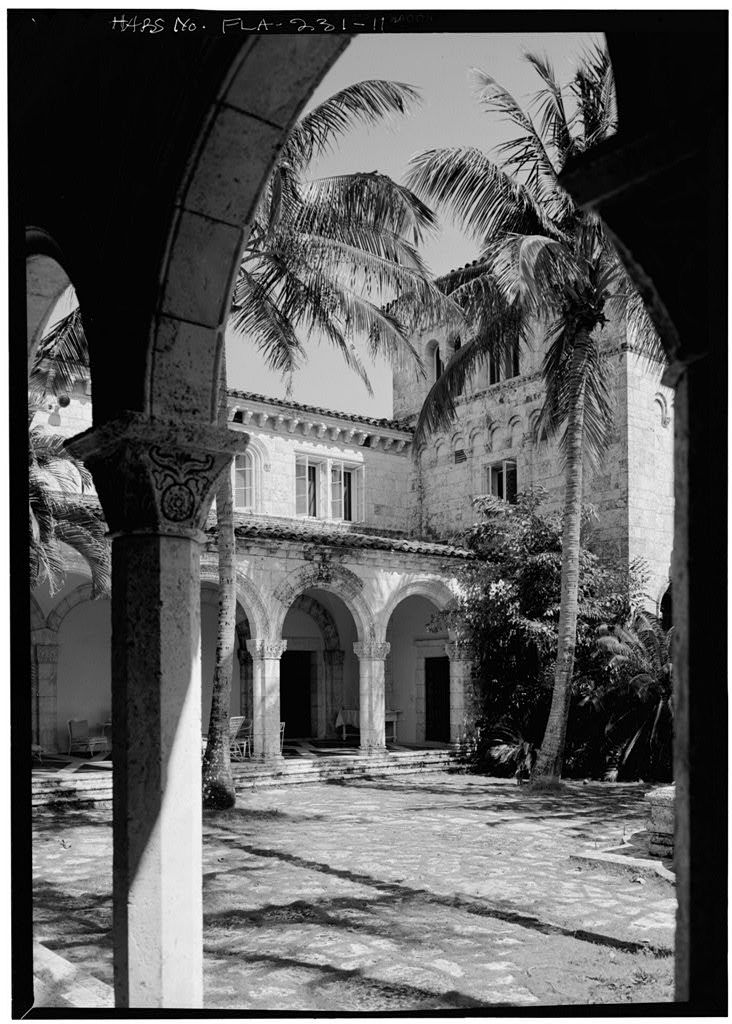 VIEW FROM NORTH LOGGIA TO EAST LOGGIA - McAneeny-Howerdd House, 195 Via Del Mar, Palm Beach, Palm Beach County, FL | Library of Congress