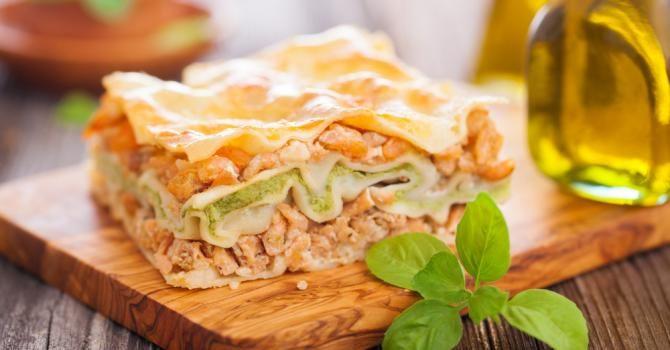 Recette de Lasagnes minceur saumon-courgettes. Facile et rapide à réaliser, goûteuse et diététique. Ingrédients, préparation et recettes associées.