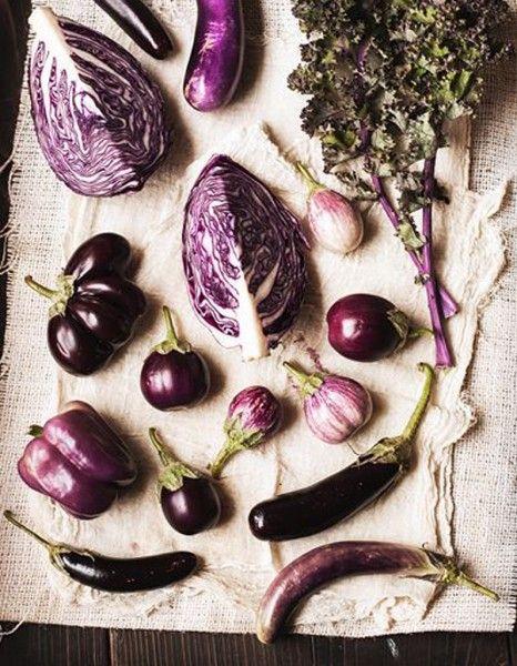 Si le violet peut surprendre en cuisine, il n'est pourtant pas rare, en hiver, de voir les étals des primeurs décliner la couleur star de l'année. http://www.elle.fr/Elle-a-Table/Les-dossiers-de-la-redaction/Dossier-de-la-redac/Essayez-les-legumes-violets