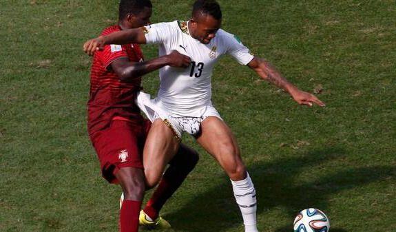 William Carvalho nearly exposes Jordan Ayew's package (NSFW-ish)