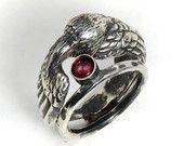 Anello con granato Companion - scolpito a doppio anello in argento con Patina - corvo nero di Raven