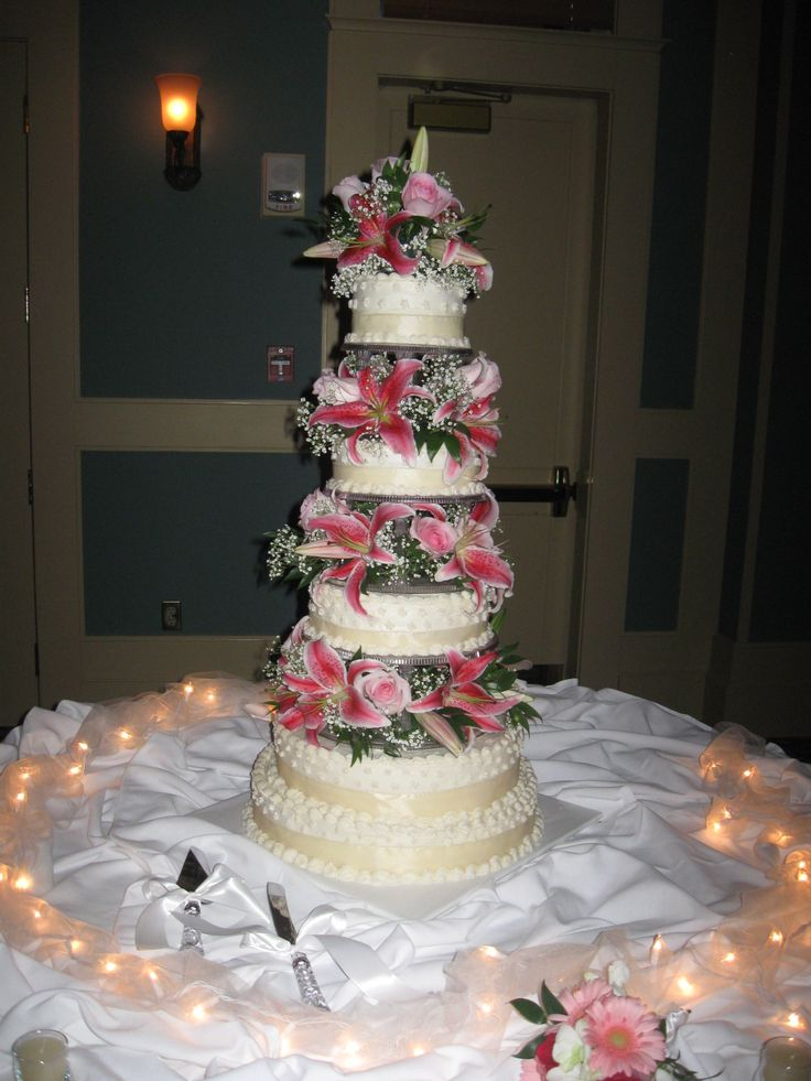 Our Disc Jockey Service provided the entertainment for an amazing wedding at Heritage Shores Club in Bridgeville, DE when we saw this beautiful cake. To get more cake ideas you can visit our website at www.SteveMoody.com