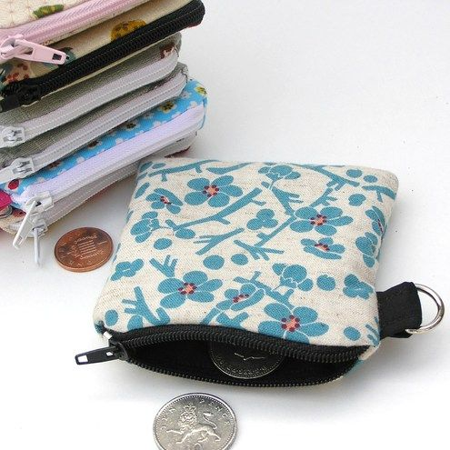 How to make a little zip up purse - a really easy tutorial.     This cute little fabric coin purse makes an ideal gift or  stocking filler, ...