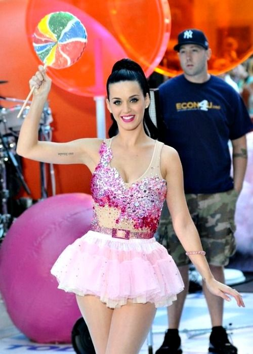 You can make this Katy Perry Costume