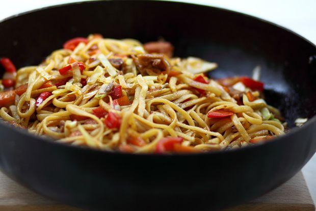 Zöldséges-csirkés pirított tészta
