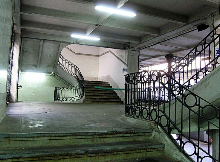07.  2008.02 - escadarias de acesso, no interior do Mercado do Bolhão.