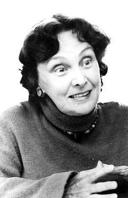 Monet-Chartrand, Simonne  / Montréal, le 4 novembre 1919 - le 18 janvier 1993  / Écrivaine, elle fait des études de lettres à l'Université de Montréal de 1939 à 1942 et à l'U. Concordia de 1978 à 1979 à l'U. Laval de 1959 à 1960 et la sociologie à l'U. de Montréal. Elle est rédactrice, recherchiste et pigiste à Radio-Canada de 1968 à 1972,