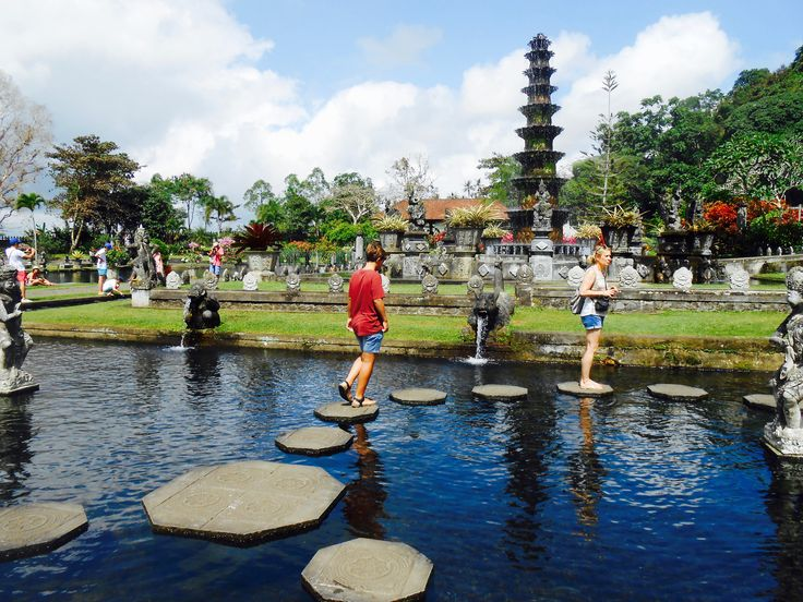 DAY 10: on the way from Amed to Ubud, we visited the water palace of Tirta Gangga. You can also bathe at the holy (cold) springs.