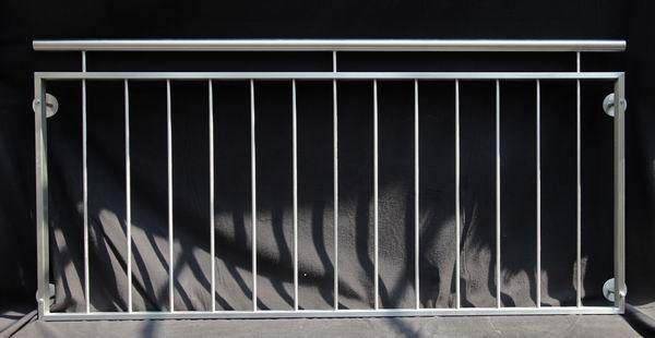 eleganter franz sischer balkon aus edelstahl. Black Bedroom Furniture Sets. Home Design Ideas