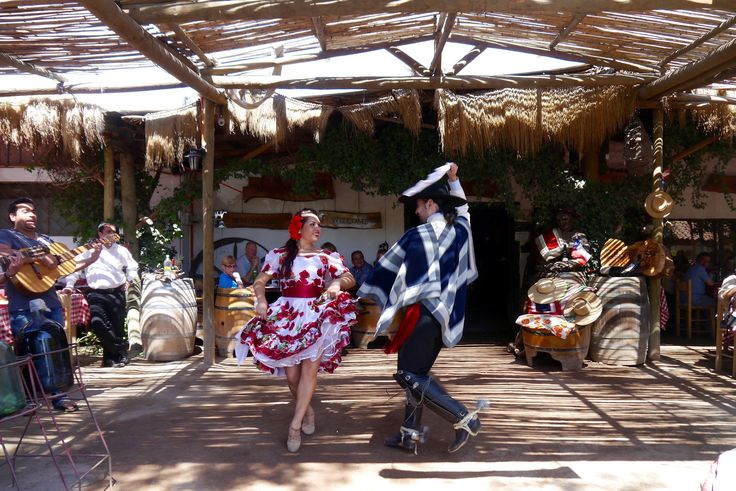 """Cueca national danse in Chile. """"Andes & Wines"""" day tour with Ecochile travel"""