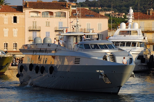 This motor yacht was designed by me (superstructure) in 1997.