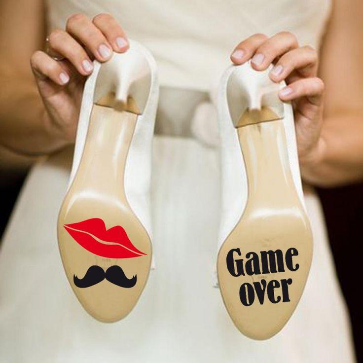 Nálepky na boty Nálepky na svatební boty- ideální pro svatební focení. Balíček obsahuje (2 varianty nálepek v 2 velikostech) x 2. Dohromady 8 nálepek.
