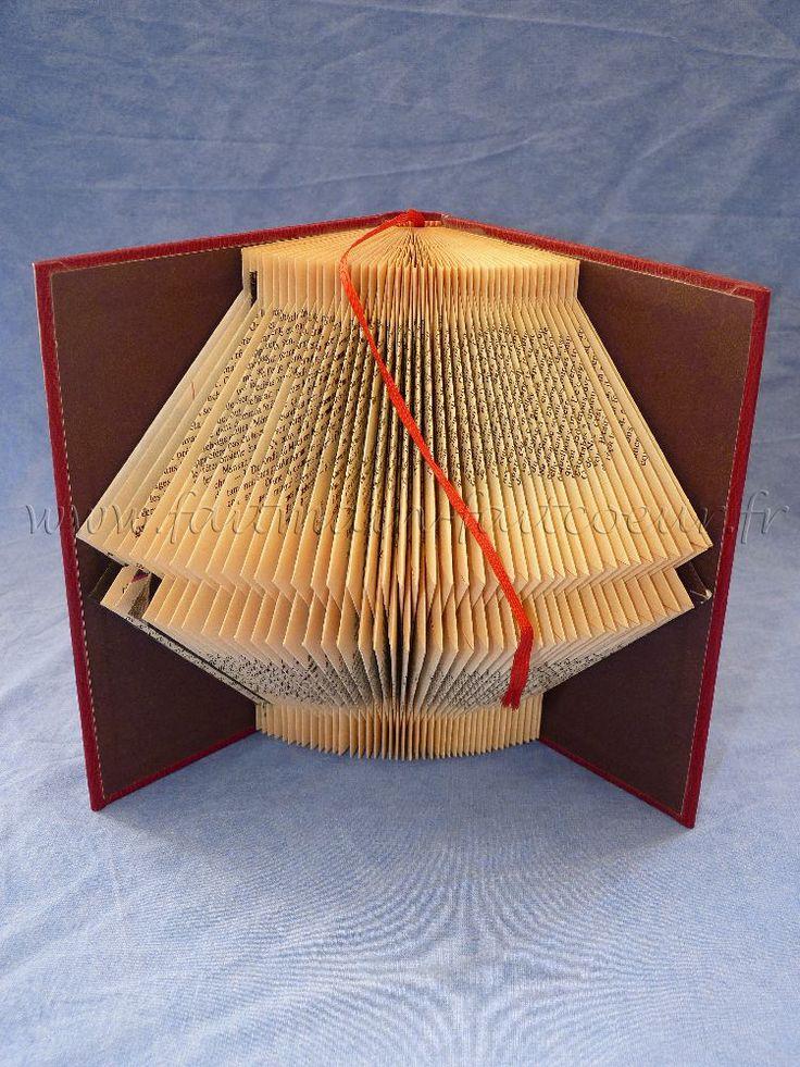 les 726 meilleures images du tableau livres pliages sur pinterest pliage livres recycl s et. Black Bedroom Furniture Sets. Home Design Ideas