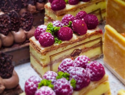 Pretty French Pastries. Le Millefeuillles aux framboises