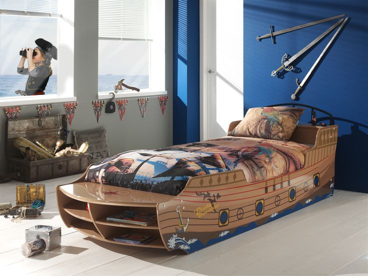 Pirate boat bed