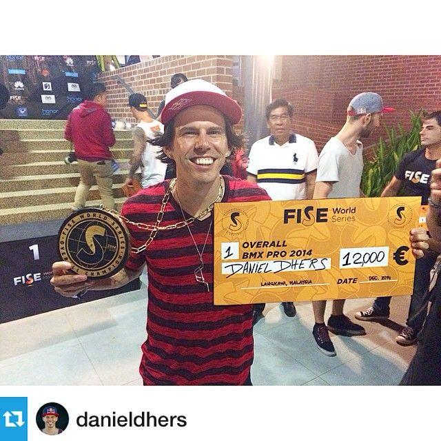 Felicidades Daniel Dhers, primer ganador de las FISE #BMX World Series con su Specialized P.Series P.20.  • Lee más sobre las bicicletas P.Series en: www.specialized.com/es/es/bikes/bmxdirt-jump