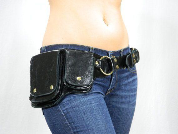 Este cuero negro hermoso y antiguo cinturón de utilidad de hardware de cobre amarillo es vanguardista y va muy bien con cada estilo. La piel se ajusta
