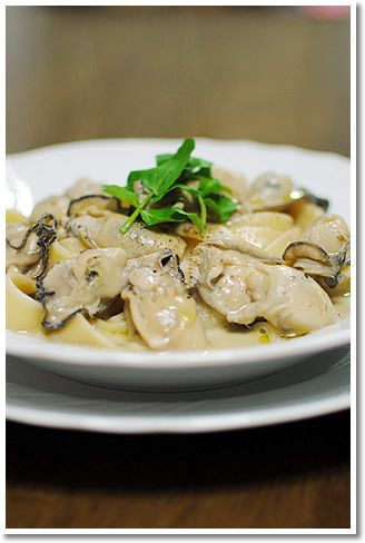 牡蠣とアンチョビペーストのクリームソースのパッパルデッレ by レシピ ...