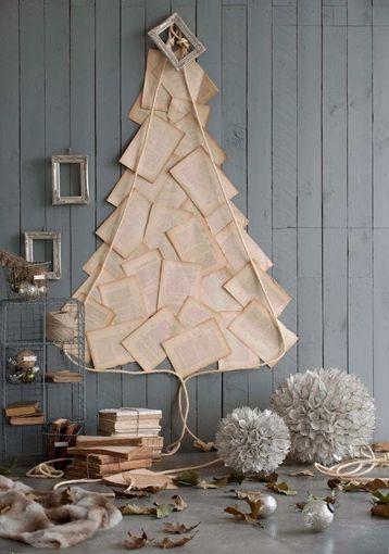 Arbol de navidad con hojas de libro vintage