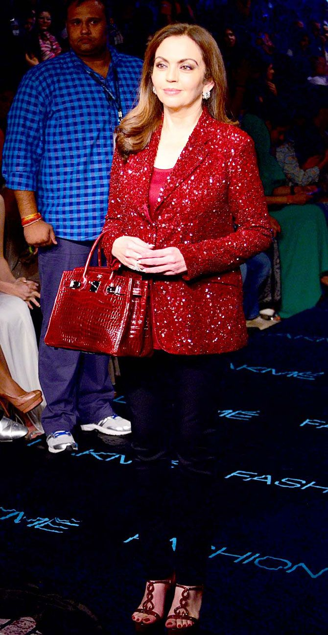 Nita Ambani at Lakme Fashion Week Winter/Festive 2015. #Page3 #LFW2015 #Fashion #Style #Beauty