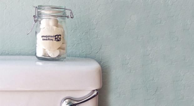 Σπιτικό κόλπο για κάτασπρη λεκάνη τουαλέτας!!! Ο χρόνος αφήνει τα αντιαισθητικά σημάδια του στη λεκάνη της τουαλέτας: Έπειτα από κάποιο καιρό κιτρινίζει και