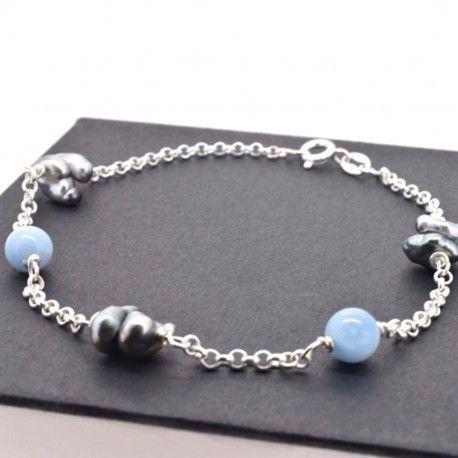 Bracelet Roma en argent avec keshis et agates bleues.   Roma Sterling silver bracelet with keshi pearls and agates.   Poemana, esprit de la perle. www.poemana.com  #Poemana #esprit #perle #bijoux #bracelet #argent #Tahiti #madeinfrance