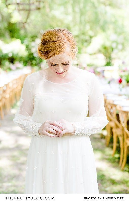 She Wore Her Mom's Dress for Their Sunday Lunch Wedding | Photograph by Lindie Meyer Photography | https://www.theprettyblog.com/wedding/caroli-christiaans-relaxed-wedding-day/?utm_campaign=coschedule&utm_source=pinterest&utm_medium=The%20Pretty%20Blog&utm_content=She%20Wore%20Her%20Mom%27s%20Dress%20for%20Their%20Sunday%20Lunch%20Wedding