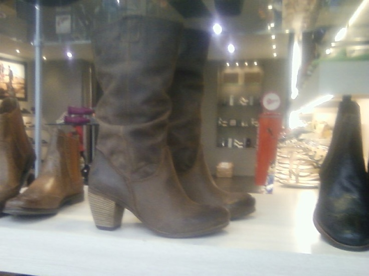 Roselyn, Overland shoes.  Reza Brown Boots sz 9, $289.90