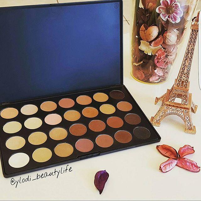 Zoeva Nude Palette 😍 #zoeva #zoevapalette #eyeshadows #zoevacosmetics #makeup #beauty #cosmetics #blog #beautyblogger  #beautyblog #makeupblogger #nudepalette