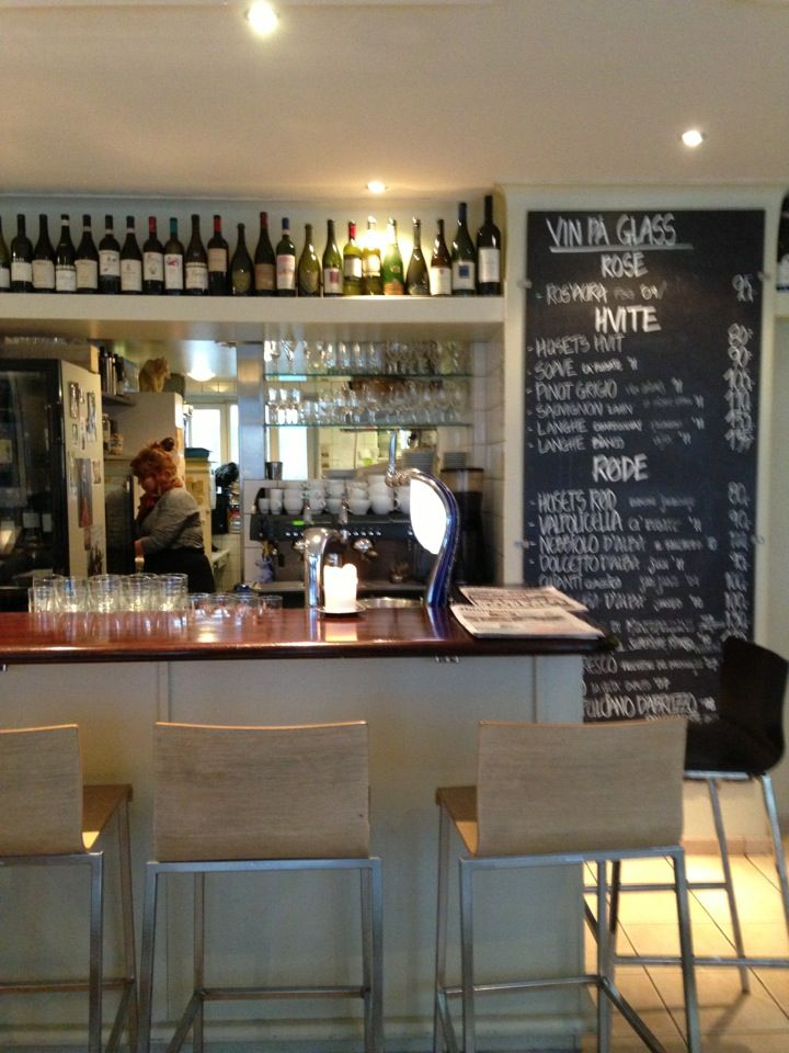 Enoteca / Pizzas, salads and wine bar
