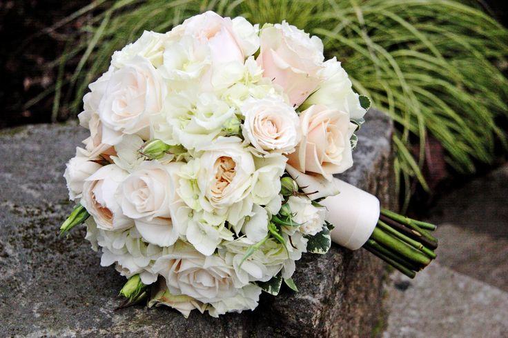 wedding-bouquet_white-blue