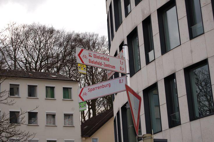 Stadt Bielefeld - Hinweis Richtungsschild