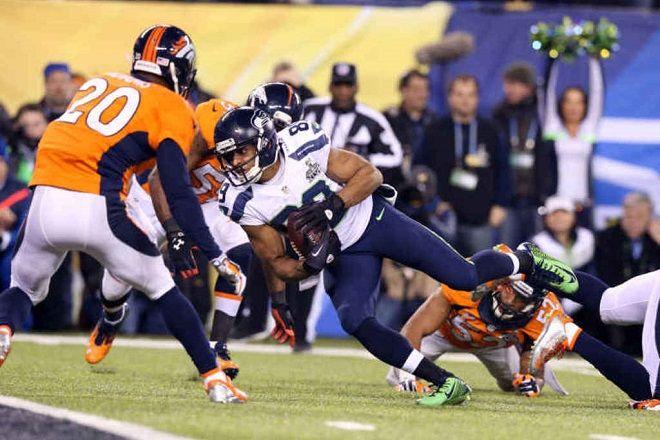 Seattle stende Denver 43-8 e vince il suo primo Super Bowl