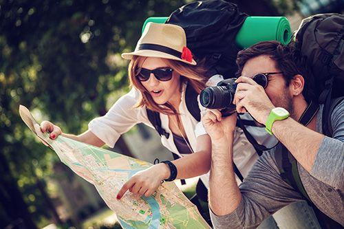 Vil du fly gratis, ta ut penger uten gebyrer, få 10-12% rabatt på hotell? Da bør du lese vår guide til reisefordeler med kredittkort