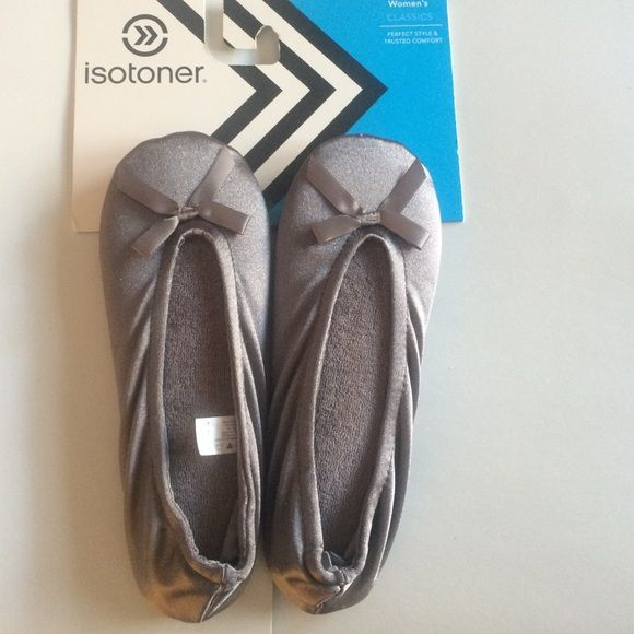 New Isotoner Slippers Size small New Grey Isotoner slippers. Original retail price is $26. Size Small 5-6 Isotoner Shoes Slippers